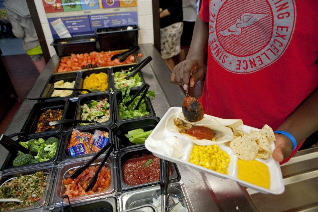 Middle school serves healthy school lunch