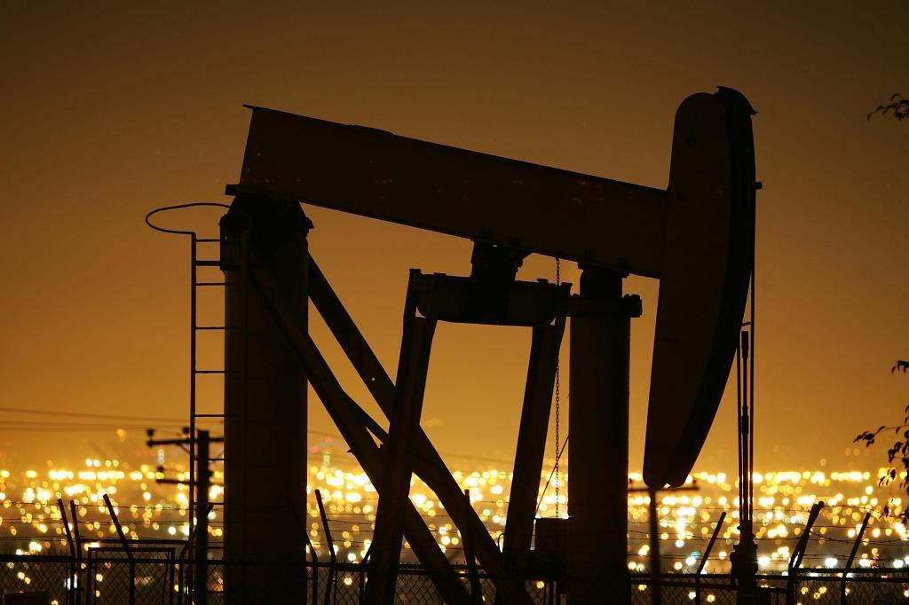 Oil Prices Hit Historic High On Weak Dollar